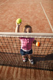 La bambina gioca a tennis Fotografia Stock