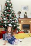 La bambina nell'albero di Natale Fotografia Stock Libera da Diritti