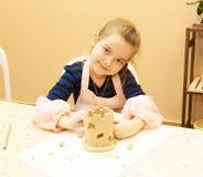 La bambina scolpisce Immagini Stock Libere da Diritti