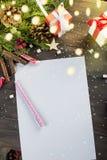 La bambina scrive la lettera a Santa Claus Immagini Stock Libere da Diritti