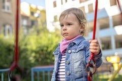 La bambina sfavorevole sul campo da giuoco Fotografia Stock Libera da Diritti