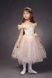 La bambina si è vestita in su come principessa Immagini Stock