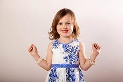 La bambina si è vestita in su in monili Fotografia Stock