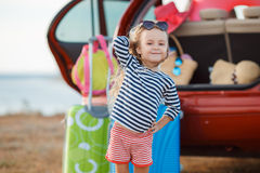 La bambina sta andando in viaggio Fotografie Stock Libere da Diritti