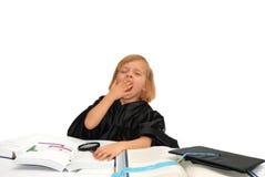 La bambina sveglia è faticosa dell'apprendimento Fotografia Stock Libera da Diritti