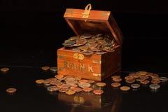 La Banca che trabocca con il cambiamento Fotografia Stock