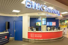 La Banca con il cash machine all'aeroporto internazionale Schiphol a Amsterdam, Paesi Bassi fotografie stock libere da diritti