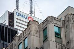 La Banca del logo di Montreal, conosciuta come BMO, sopra delle loro sedi nella prima torre canadese del posto ha chiamato pure i fotografie stock libere da diritti