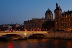 La Banca di sinistra dopo il tramonto, Parigi, Francia fotografie stock libere da diritti