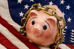 La Banca Piggy degli Stati Uniti in catene Fotografie Stock Libere da Diritti