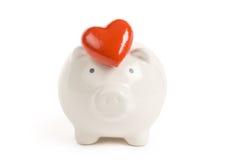La Banca Piggy e cuore rosso immagini stock libere da diritti