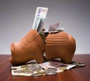 La Banca Piggy rotta Fotografie Stock Libere da Diritti