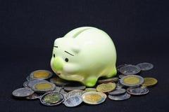 La Banca Piggy verde fotografie stock libere da diritti