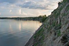 La banca ripida del fiume Fotografia Stock