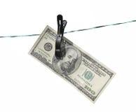 La banconota cento dollari sulla corda da bucato Fotografia Stock Libera da Diritti