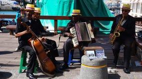 La banda africana della via esegue sul lungomare a Città del Capo, Sout Immagini Stock