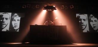 La banda de la carta blanca se realiza en los clubs del Razzmatazz Fotos de archivo