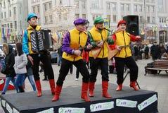 La banda de la música de cuatro hombres se realiza en la calle Fotografía de archivo libre de regalías