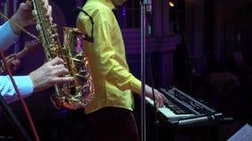 La banda de la música se realiza en club de noche almacen de metraje de vídeo