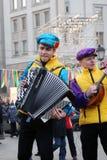 La banda di musica esegue sulla via Immagine Stock Libera da Diritti