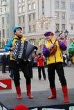 La banda di musica esegue sulla via Fotografia Stock Libera da Diritti