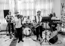 La banda di musica di jazz esegue al club immagine stock libera da diritti