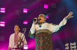 La banda di Verka Serduchka esegue al festival di fine settimana dell'atlante Kiev, Ucraina Fotografie Stock Libere da Diritti
