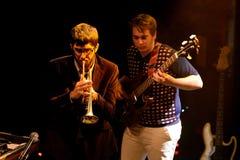 La banda libre de la caída (banda) se realiza en el sonido 2014 de Heineken Primavera Imagen de archivo libre de regalías