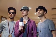 La banda, llamada Quick Style se entrevista con Fotografía de archivo libre de regalías
