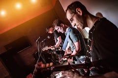 La banda se realiza en etapa Foto de archivo libre de regalías