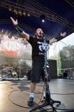 La bande d'autel exécute un concert de rock dur vivant Photographie stock libre de droits