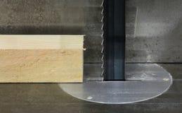 La bande de coupure en bois a vu Photos stock