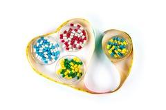 La bande de mesure au coeur forment avec la capsule, suivant un régime par la médecine Photo stock