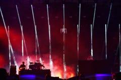 La bande de Parov Stelar exécute un concert vivant sur l'étape Photos libres de droits