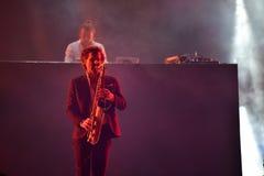 La bande de Parov Stelar exécute un concert vivant sur l'étape Images libres de droits