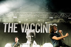 La bande de vaccins exécute au BOBARD Photographie stock