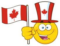 La bande dessinée jaune patriotique Emoji font face au caractère utilisant un chapeau supérieur de feuille d'érable ondulant le d Photos libres de droits