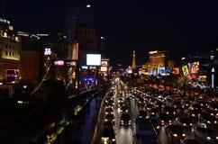 La bande, l'hôtel de Paris et le casino, bande de Las Vegas, zone métropolitaine, nuit, foule, ville Photographie stock