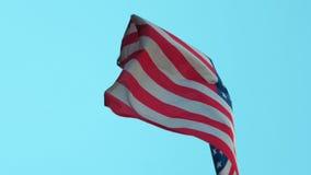 La bandera americana de los E.E.U.U. está agitando almacen de metraje de vídeo