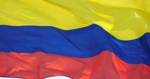 la bandera colombina 4k está agitando en viento almacen de metraje de vídeo