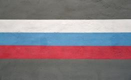 La bandera de la Federación Rusa se dibuja en una pared del edificio Imagen de archivo
