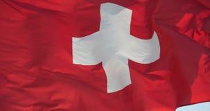 la bandera de 4k Suiza está agitando en viento almacen de metraje de vídeo
