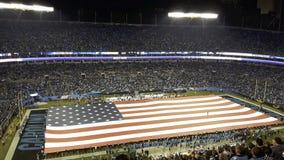 la bandera de los Estados Unidos en un estadio imagen de archivo