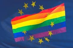 La bandera del arco iris de LGBT mezcló con la bandera de unión europea Imagenes de archivo