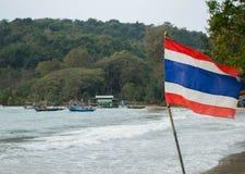 La bandera en la playa Imagenes de archivo