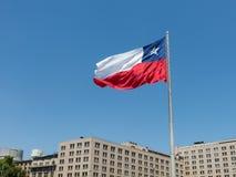 La bandera gigante en el La Alameda Santiago de Chile de Avenida chile Foto de archivo