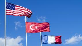 La bandera nacional de los Estados Unidos de América los E.E.U.U., de Turquía y de Francia Fotos de archivo