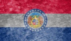 La bandera nacional del estado de los E.E.U.U. Missouri adentro contra un trapo gris de la materia textil en el día de la indepen ilustración del vector
