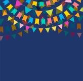 La bandera y el cartel de la fiesta diseñan con las banderas, decoraciones ilustración del vector