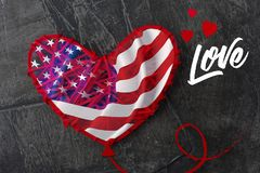 La bandiera americana è come un pallone a forma di cuore, il giorno della bandiera americana o del 4 luglio Fotografie Stock